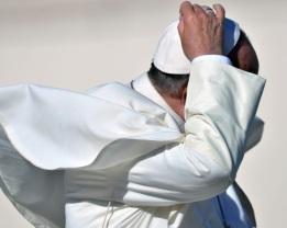Papa Francisco_Audiencia_contra el viento_06112013